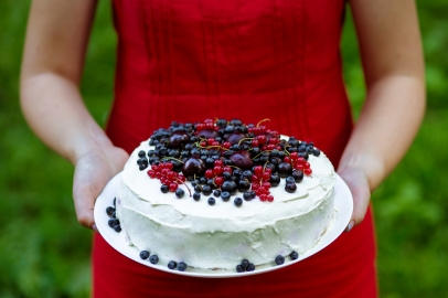 Cook with berry covered cake